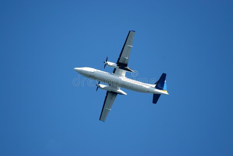 Download Starcie samolot zdjęcie stock. Obraz złożonej z silnik - 129152
