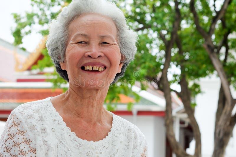 Stare Azjatyckie kobiety z szarawym włosy zdjęcia stock