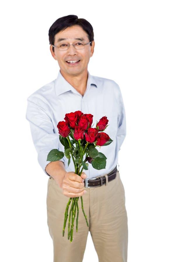 Stare azjatykcie mężczyzna ofiary róże zdjęcia stock