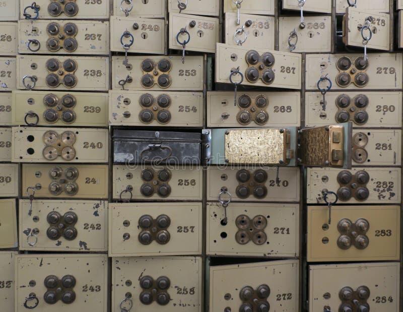 Stare bank skrytki w lochu poprzedni bank zdjęcie stock