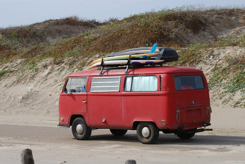 stare deski surfingowe Volkswagen autobus fotografia royalty free