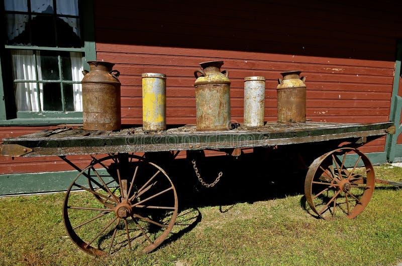 Stare dojne puszki i flint pails obrazy royalty free