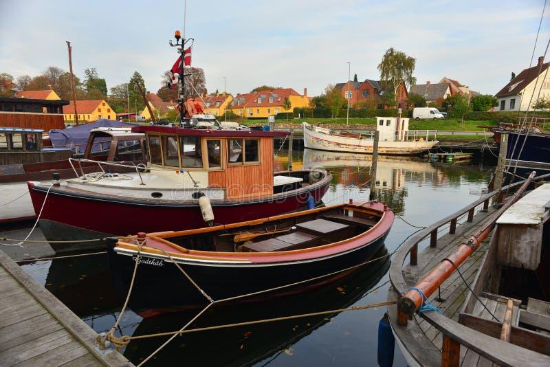 Stare drewniane Duńskie rybie łodzie w Nakskov, Dani obraz stock