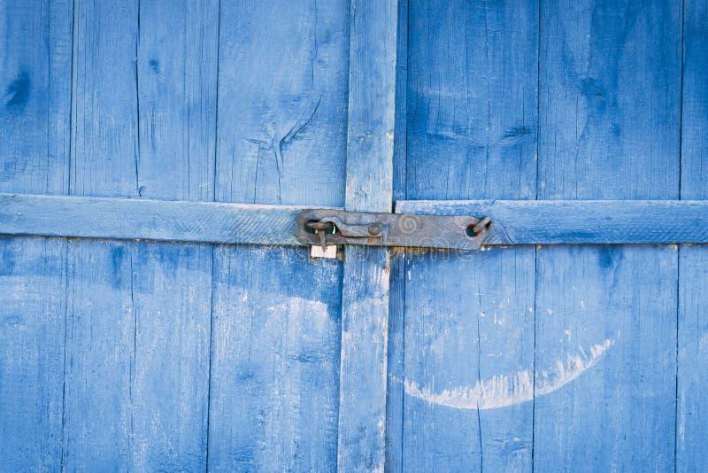 stare drzwi farba prawie pójść tam jest zaparcie tam tonuje fotografia stock