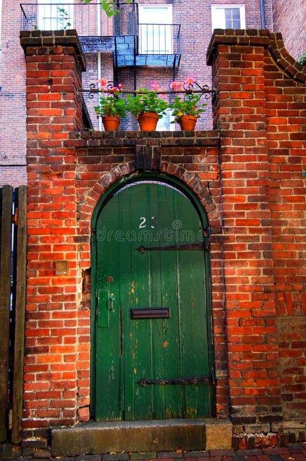 stare drzwi podwórzowy zdjęcia royalty free