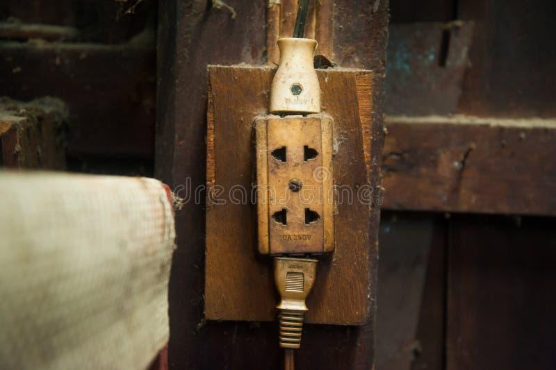 Stare elektryczne nasadki W ścianie dom, proces rocznika styl zdjęcia stock