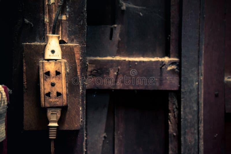 Stare elektryczne nasadki W ścianie dom, proces rocznika styl obrazy stock