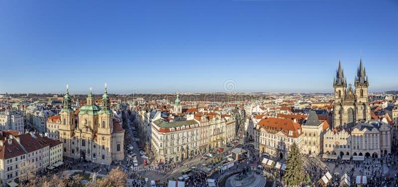 Stare Miasto w Pradze, Czechy Widok na Kościół Tyn i Memoriał Jana Husa na placu, jak widać z Ratusza Starego Miasta w trakcie fotografia royalty free