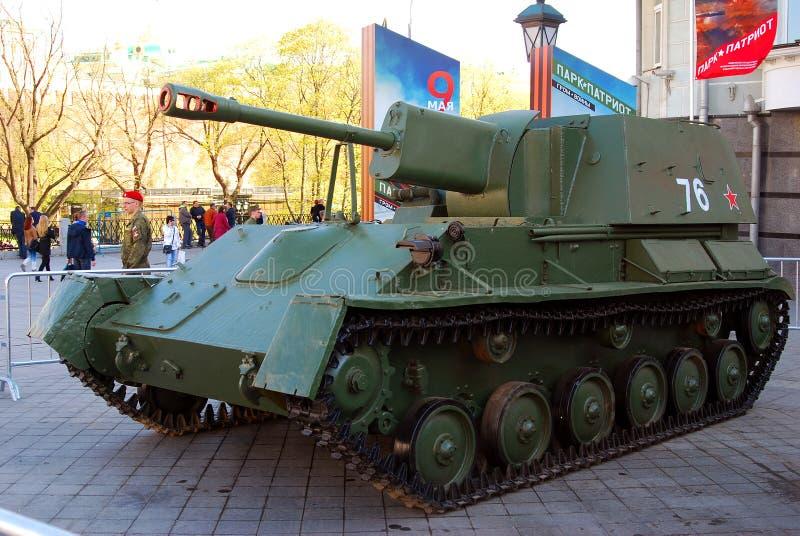 Download Stare Militarne Maszyny Pokazywać W Moskwa Centrum Miasta Zdjęcie Stock Editorial - Obraz złożonej z wystawa, odsłonięty: 53781488