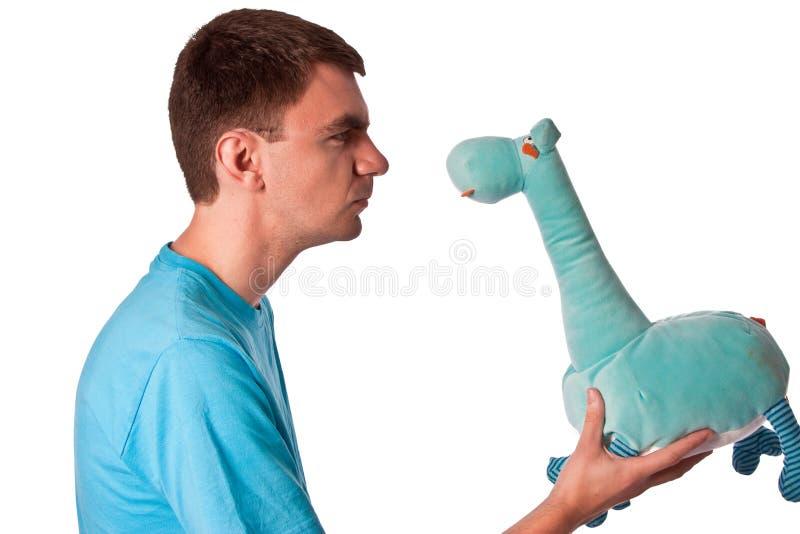 Stare pazzo alla giraffa blu dell'orsacchiotto immagine stock