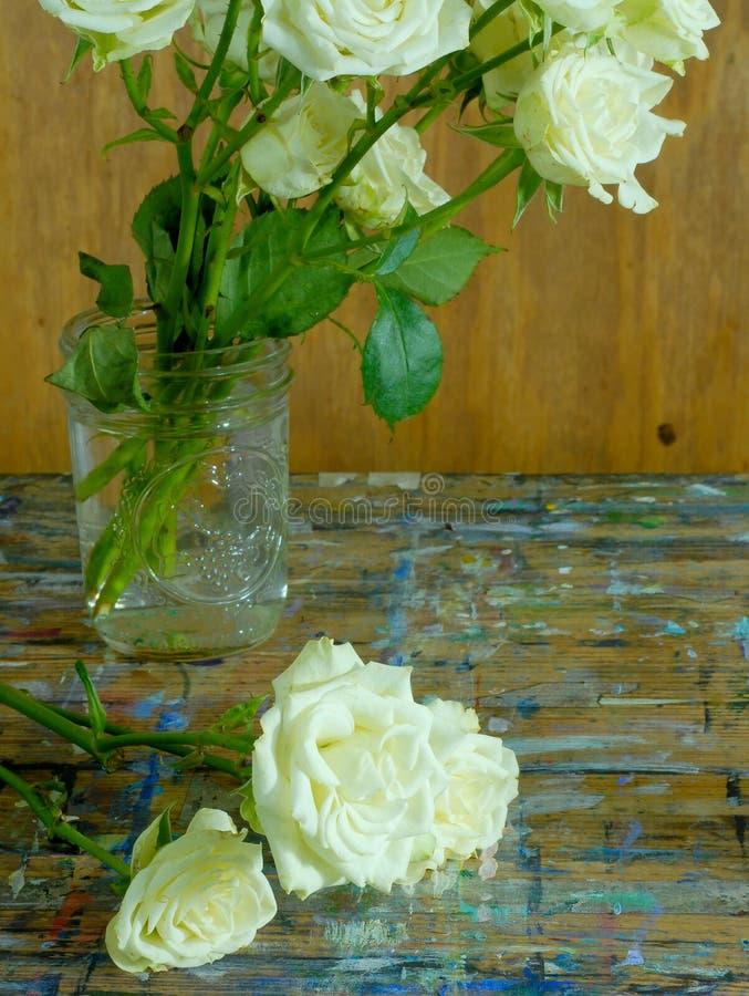 Stare róże i drewno zdjęcie royalty free