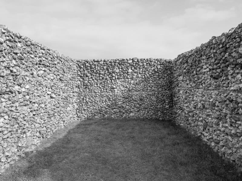 Stare Sarum kasztelu ruiny w Salisbury w czarny i biały obrazy stock
