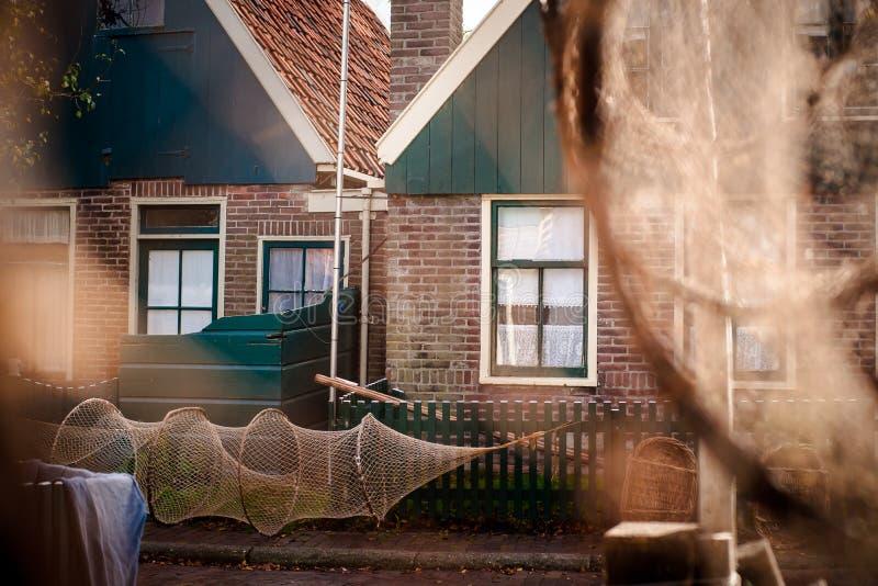Stare sieci rybackie wiesza na ścianie tradycyjny połowu dom obrazy royalty free