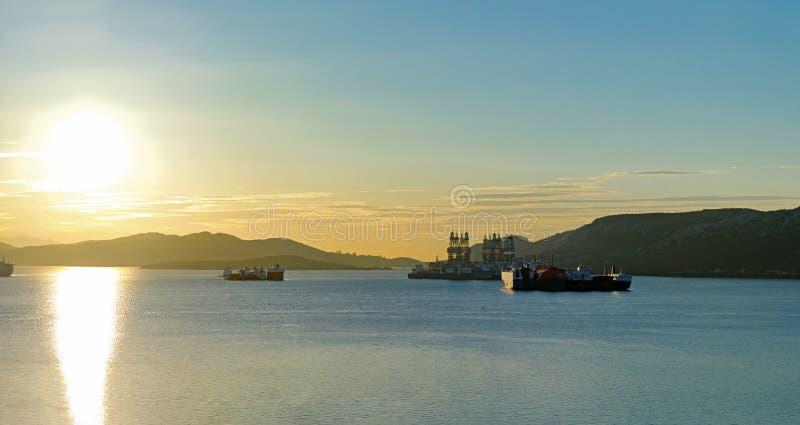 Stare statki zacumowane w zatoce Eleusis obraz royalty free