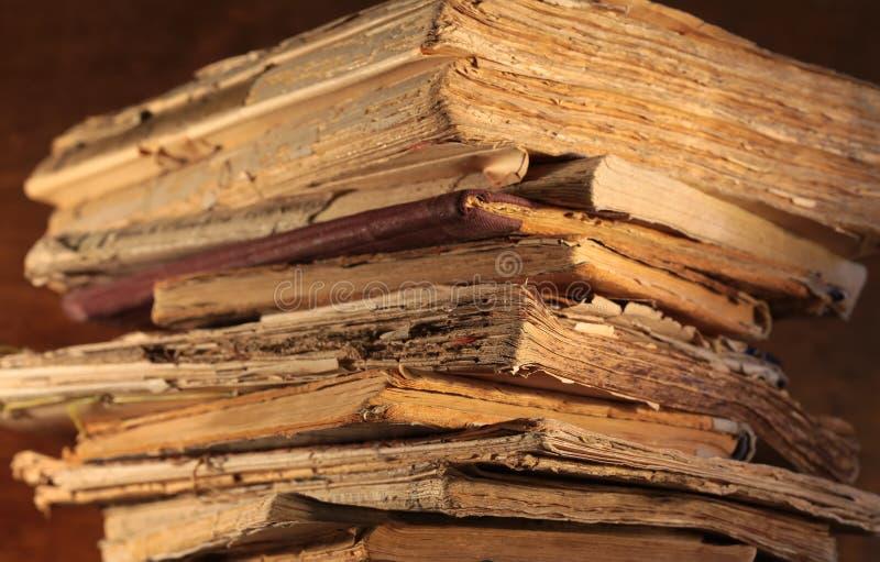 stare stosu książek obrazy stock