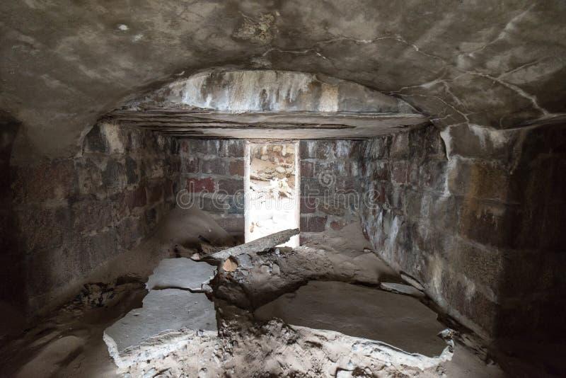 Stare wojenne fort ruiny na plaży obraz stock
