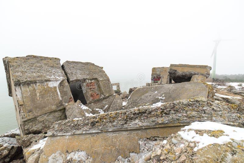 Stare wojenne fort ruiny na plaży fotografia royalty free
