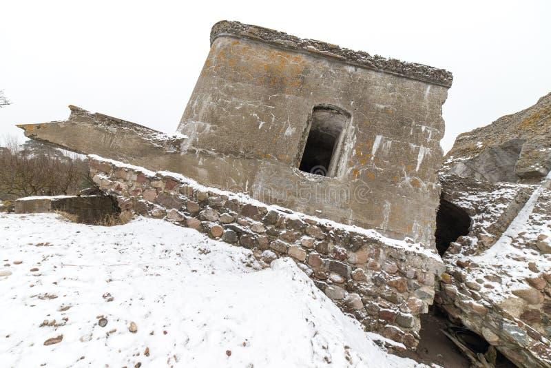 Stare wojenne fort ruiny na plaży obrazy royalty free