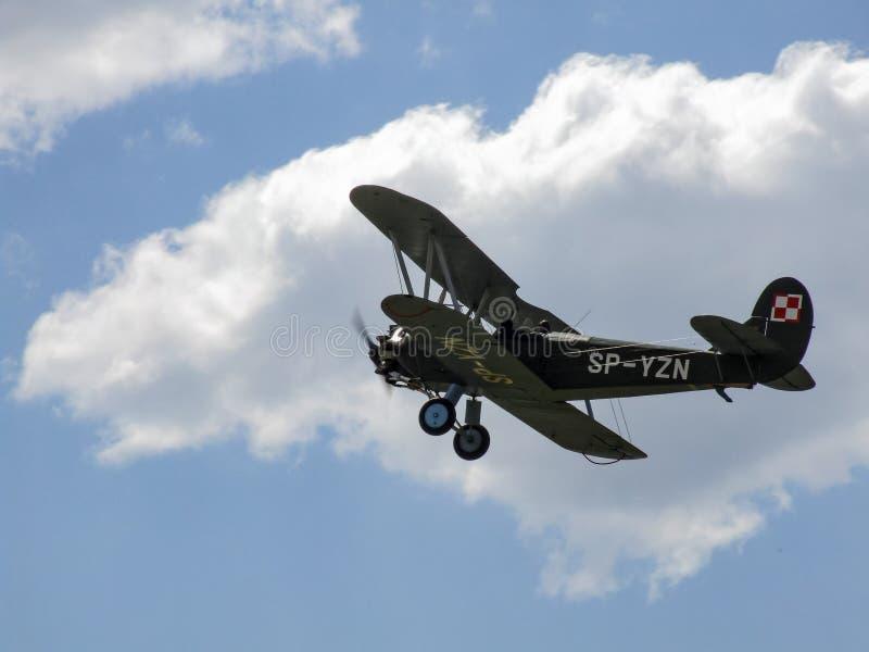 Starego biplanu tłokowy samolot WSK-Okecie CSS-13 podczas pokazu w Goraszka obraz royalty free
