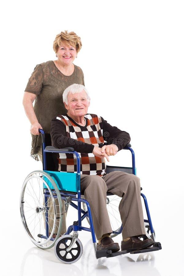 Starego człowieka wózka inwalidzkiego żona obraz stock