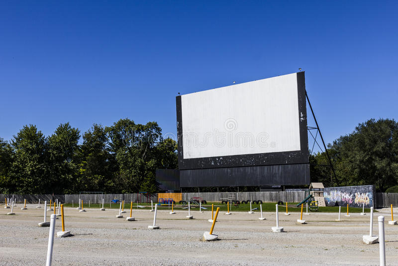 Starego czasu zajezdny kino z Plenerowym ekranem II i boiskiem obraz royalty free