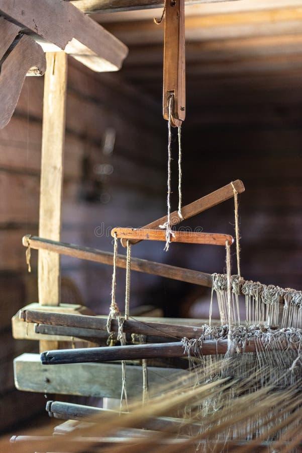 starego kraju strony domu interrior z ręk pracującymi narzędziami zdjęcie royalty free
