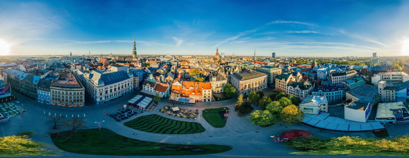 Starego miasta trutnia sfery 360 vr Ryski centrum widok obraz royalty free