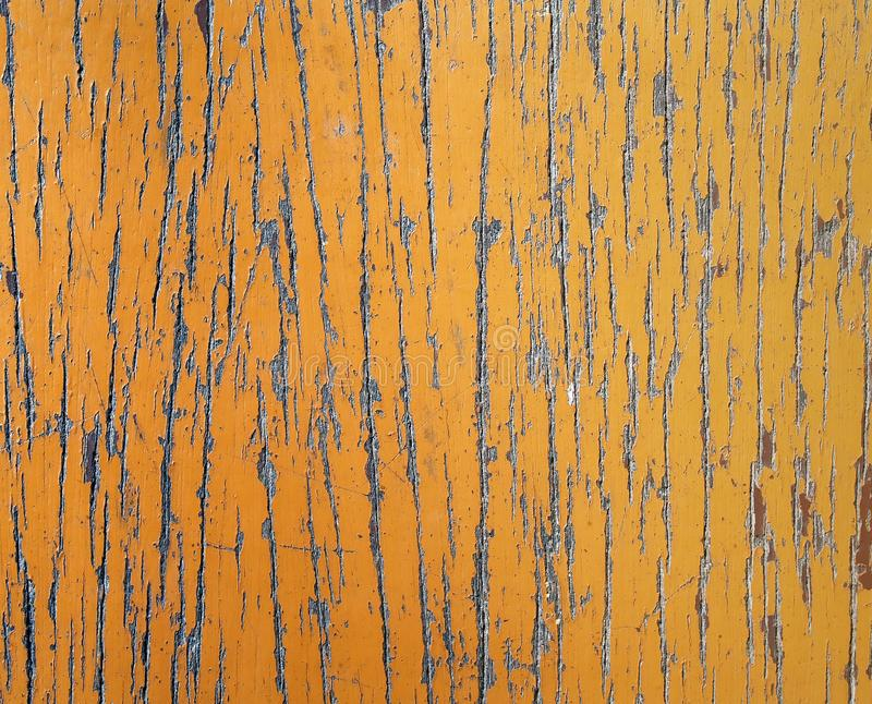 Starego nieociosanego brown rocznika drewniany stół z porysowanej i obierania farby powierzchnią zdjęcie royalty free