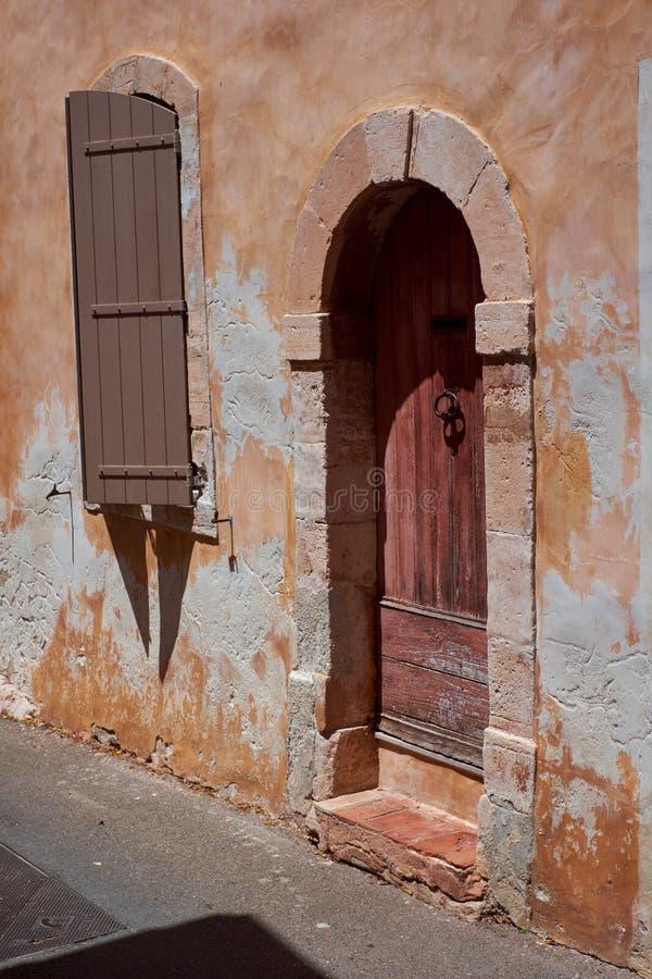 Starego Provence domu łukowaty drzwi obraz royalty free