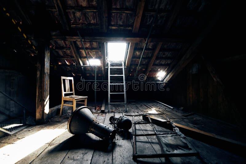 Starego przegranego abandonend budynku fabryczna sala obrazy stock