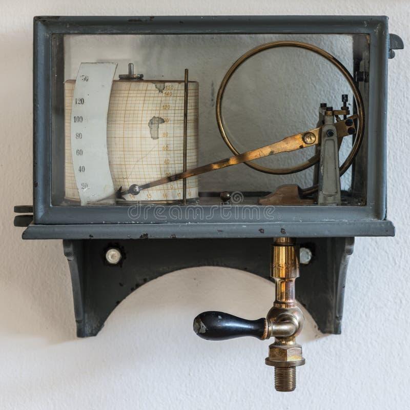 Starego retro higrometru pogodowa stacja fotografia royalty free
