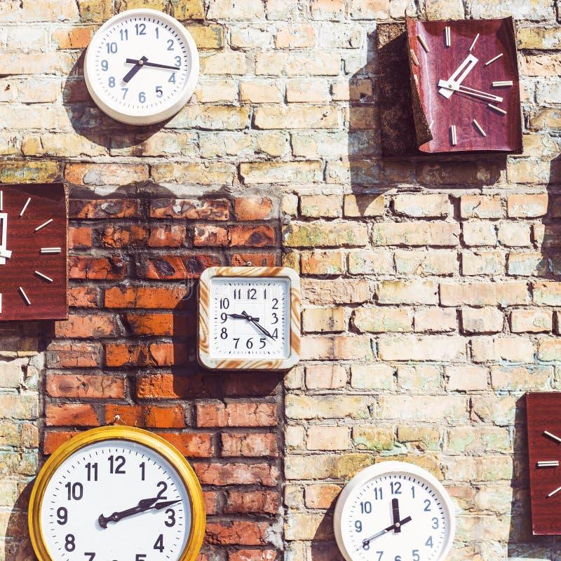 Starego retro rocznika ścienny zegar obrazy stock