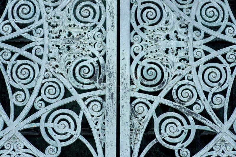 Starego rocznika Antykwarskiego projekta metalu Nieociosani drzwi fotografia royalty free