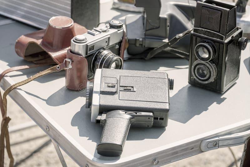 Starego rocznika filmu fotograficzny wyposażenie na stole fotografia royalty free