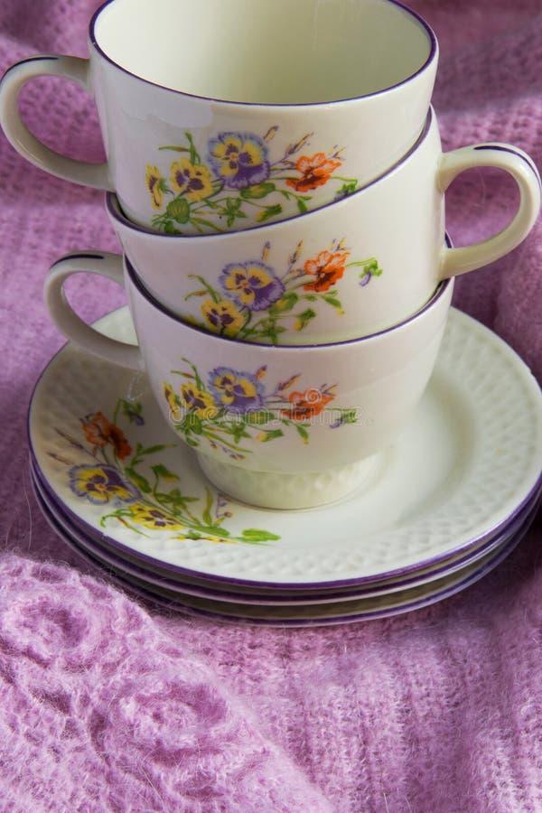 Starego rocznika herbaciane filiżanki, podławy shick styl zdjęcie stock