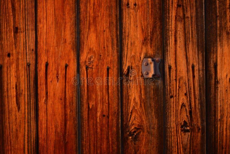 Starego rocznika stajni drzwi tekstury drewniany tło zdjęcia stock