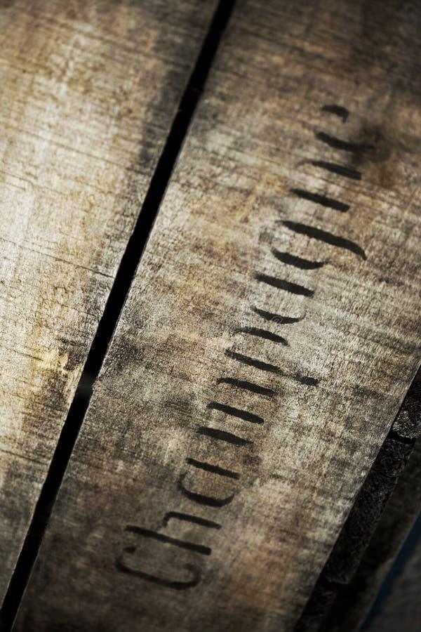 Starego rocznika Szampański drewniany pudełko w wytwórnii win obrazy stock