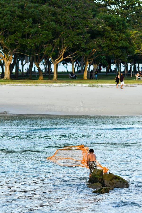 Starego rybaka rzucona sieć fotografia royalty free