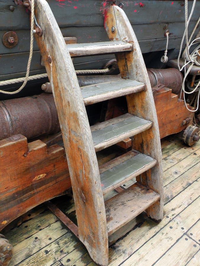Starego statku drewniany schodek fotografia stock