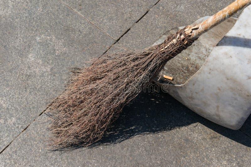 Starego stylu broomstick z suchymi gałązkami i kijami fotografia royalty free