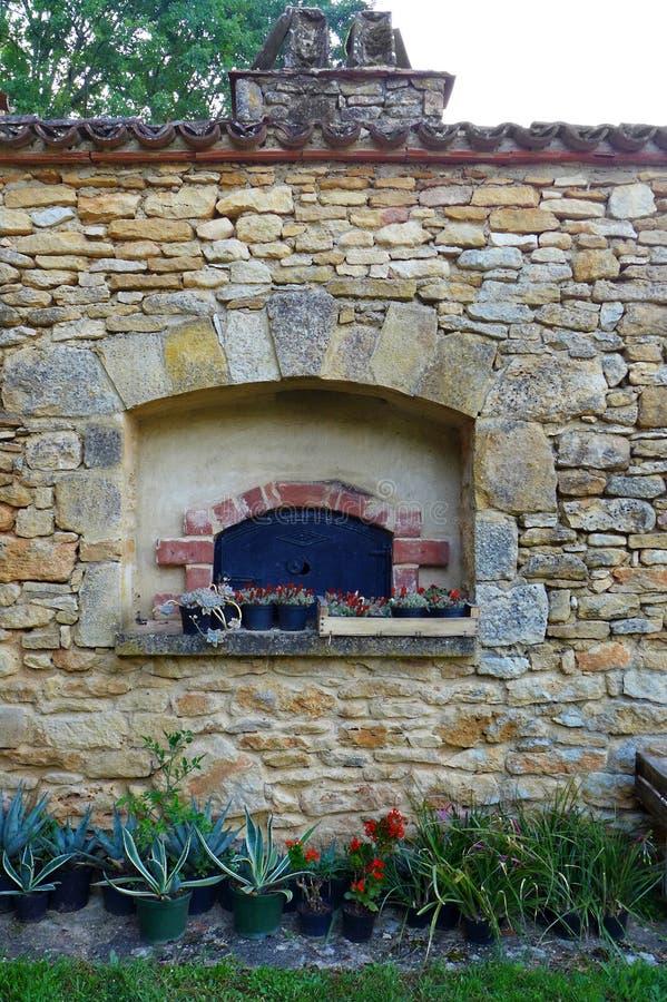 Starego stylu kamienia piekarnik, France wieś obraz royalty free