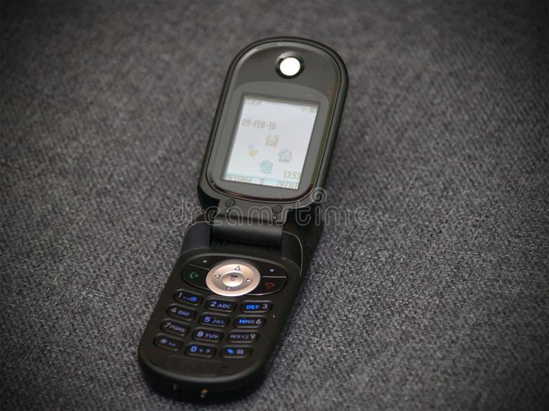 Starego stylu klasycznego czarnego trzepnięcia komórkowy telefon zdjęcie stock