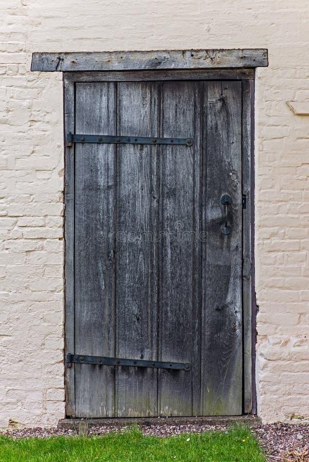 Starego tudor dzwi od podwórza drewniany domowy antyk średniowieczny fotografia stock