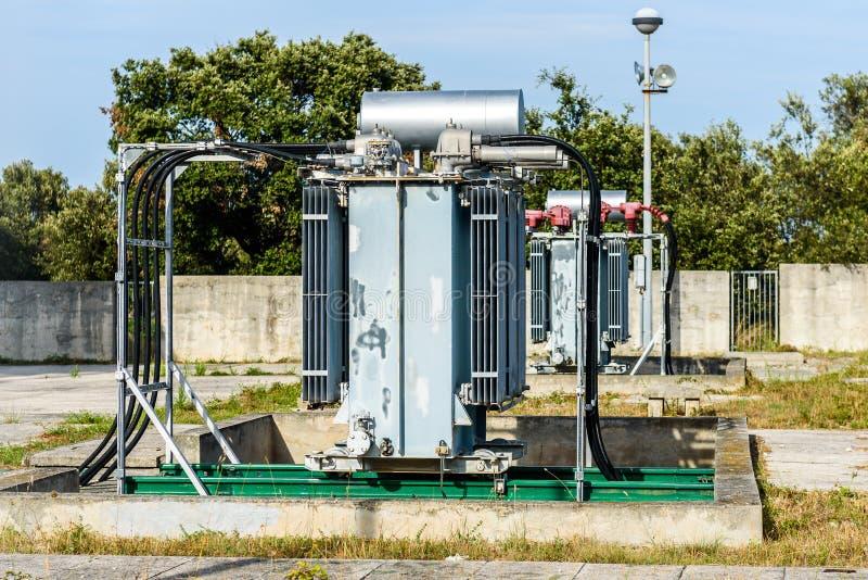 Starego wysokiego woltażu elektryczna transformatorowa elektrownia fotografia royalty free