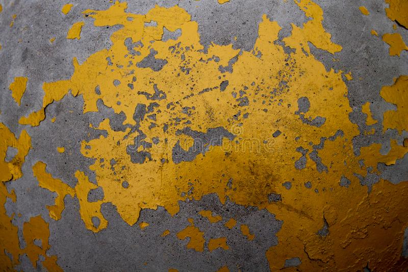 Starego złota i srebra grunge ściana z obieraniem maluje obrazy stock