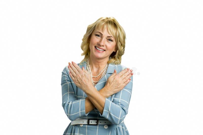 Starej kobiety krzyżować ręki na klatce piersiowej zdjęcie stock