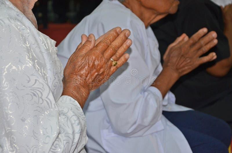 Starej kobiety wynagrodzenia szacunek michaelita obraz royalty free