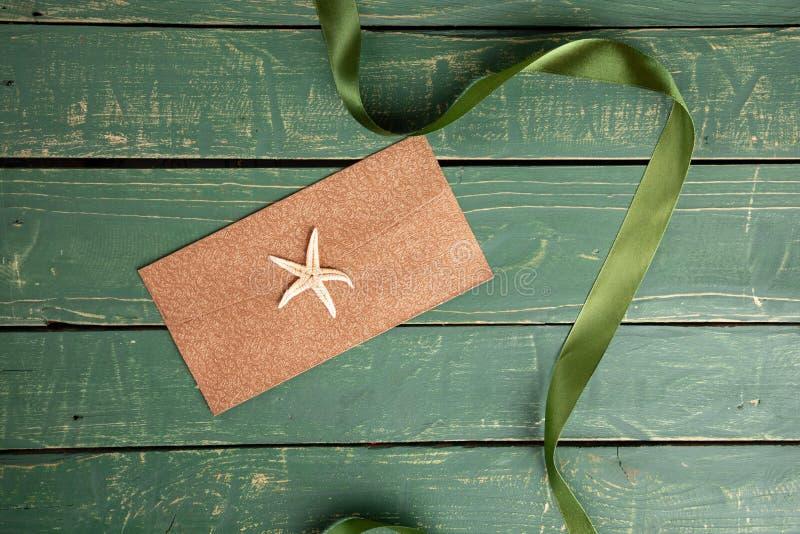 Starfish mit einem grünen Band stockbild