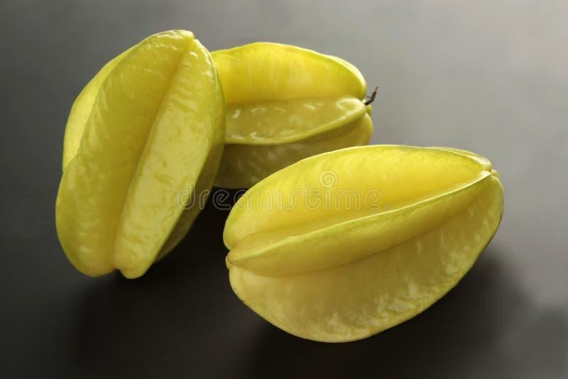 Starfruit no fundo preto fotografia de stock