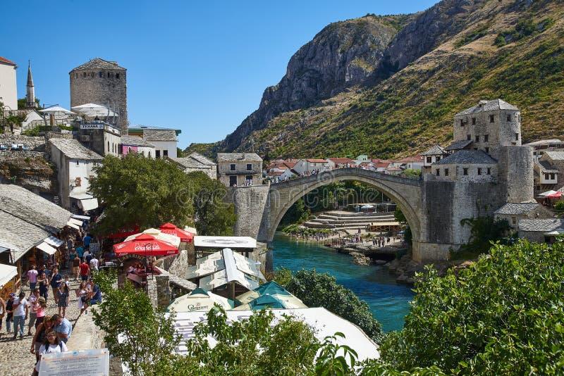 Stari mest gammal bro av Mostar, Bosnien arkivfoton